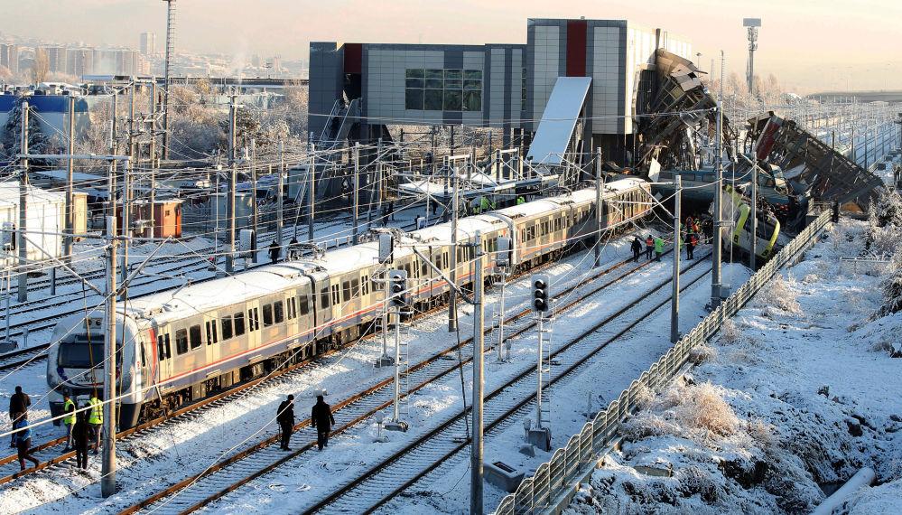 Ankara-Konya seferini yapan yüksek hızlı tren, Yenimahalle ilçesine bağlı Marşandiz istasyonunda kaza yaptı.