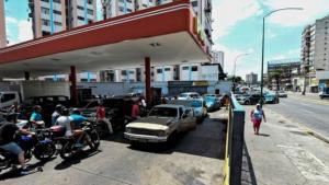 Başkent Caracas'ta bir benzin istasyonu
