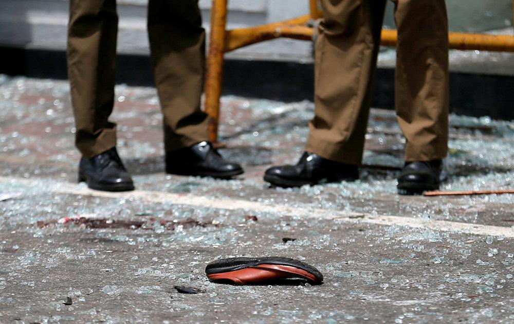 Saldırının hedefindeki kiliselerden birinin önünde kurbanlardan birine ait bir ayakkabı