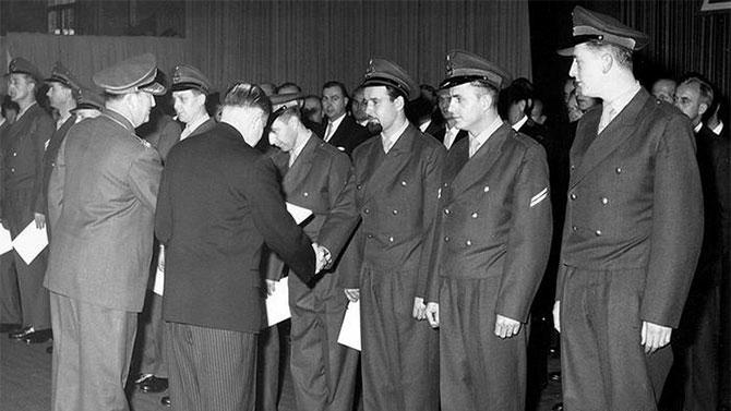 Batı Almanya 1955'te NATO'ya katıldı