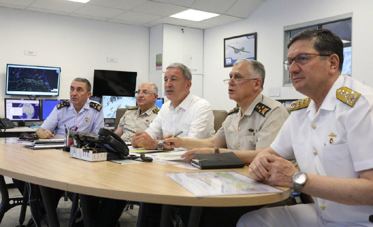 Bakan Hulusi Akar da operasyonu bizzat karargahtan takip ediyor.