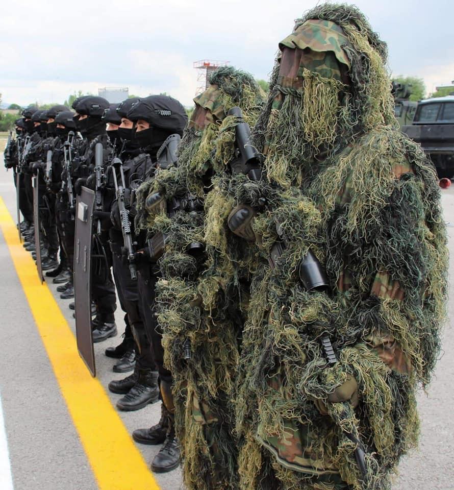 Özel Kuvvetlerimize bağlı keskin nişancılarımız arazi arama tarama faaliyetine başladılar.