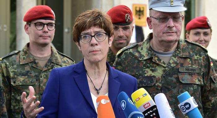 Federal Savunma Bakanı Annegret Kramp-Karrenbauer