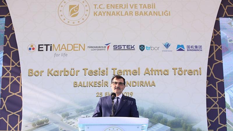 Enerji ve Tabii Kaynaklar Bakanı Fatih Dönmez, Balıkesir'in Bandırma ilçesinde ETİ Maden Bor Karbür Tesisi Temel Atma Töreni'ne katıldı. Bakan Dönmez burada bir konuşma yaptı.