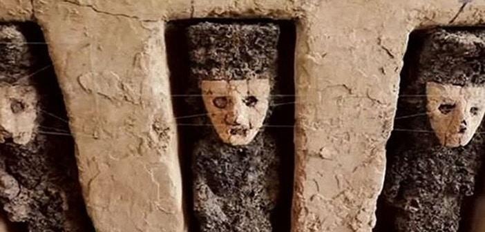 Peru Chan Chan Arkeolojik Bölgesi'ndeki Heykeller