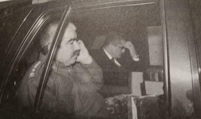 Kozinoğlu, Afganistan Savunma Bakan Yardımcısı General Raşit Dostum ile aynı araçta (22 Ocak 2002, Ankara)