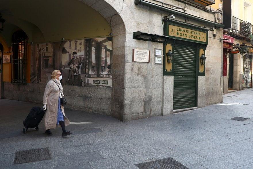 İspanya'da hükümet seyahat etmeyi yasaklayan bir kararname çıkardı.
