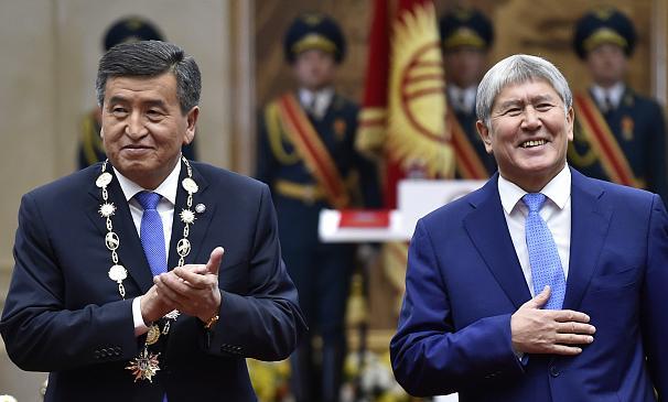 2017'de yapılan seçimde Atambayev'in desteğini alarak seçilen Ceenbekov ile Atambayev