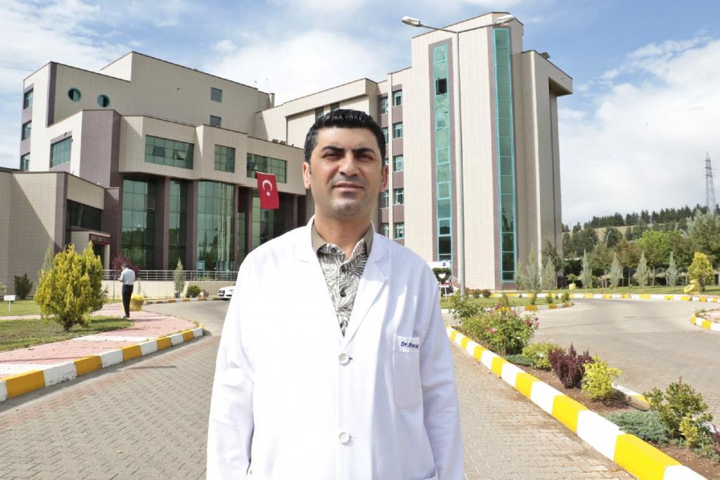 Dicle Üniversitesi Enfeksiyon Hastalıkları ve Klinik Mikrobiyoloji Ana Bilim Dalı Öğretim Üyesi ve Covid-19 Yoğun Bakım Koordinatörü Prof. Dr. Recep Tekin