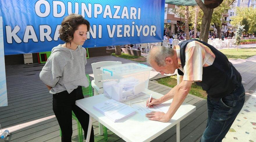 Belediye geçen yıl zam kararını referanduma götürmüş ve vatandaşların 'zam yapılmasın' kararına uymuştu.