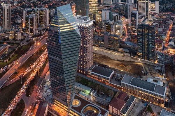 Levent'teki Kristal Kule Finansbank'ın Genel Müdürlük binası olarak kullanılıyor