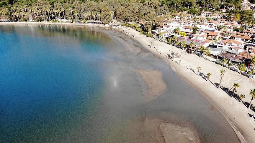Bölgedeki balıkçılar sahilde her yıl aynı dönemde deniz suyunda çekilme olduğunu aktardı.
