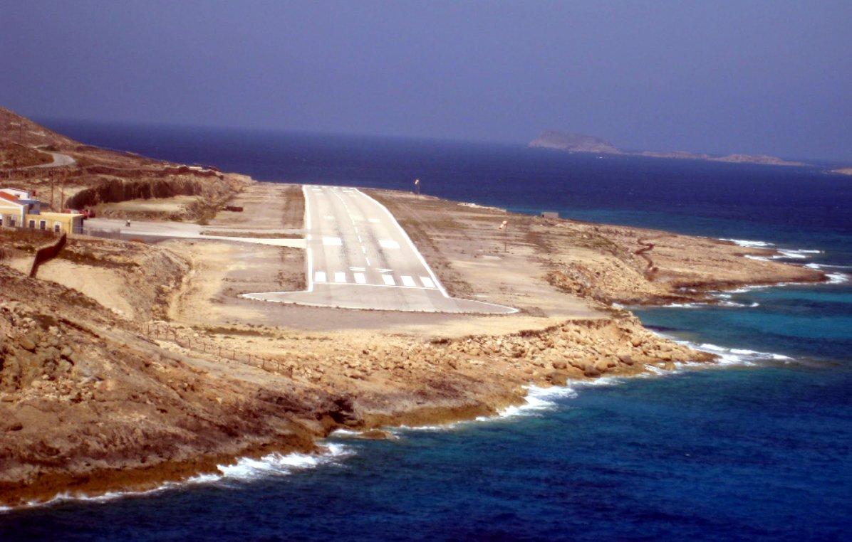 Yunanistan'ın adaya bir havalimanı inşa ettiği görülüyor.