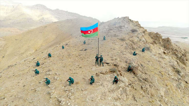 Türk ve Azerbaycan Silahlı Kuvvetlerinin Nahçıvan'da gerçekleştirdiği ortak askeri tatbikatta temsili düşman hedefleri imha edilerek işgal altındaki bölgeler kurtarıldı. (Azerbaycan Savunma Bakanlığı - Anadolu Ajansı )